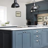 kitchen island with Edwardian pilaster